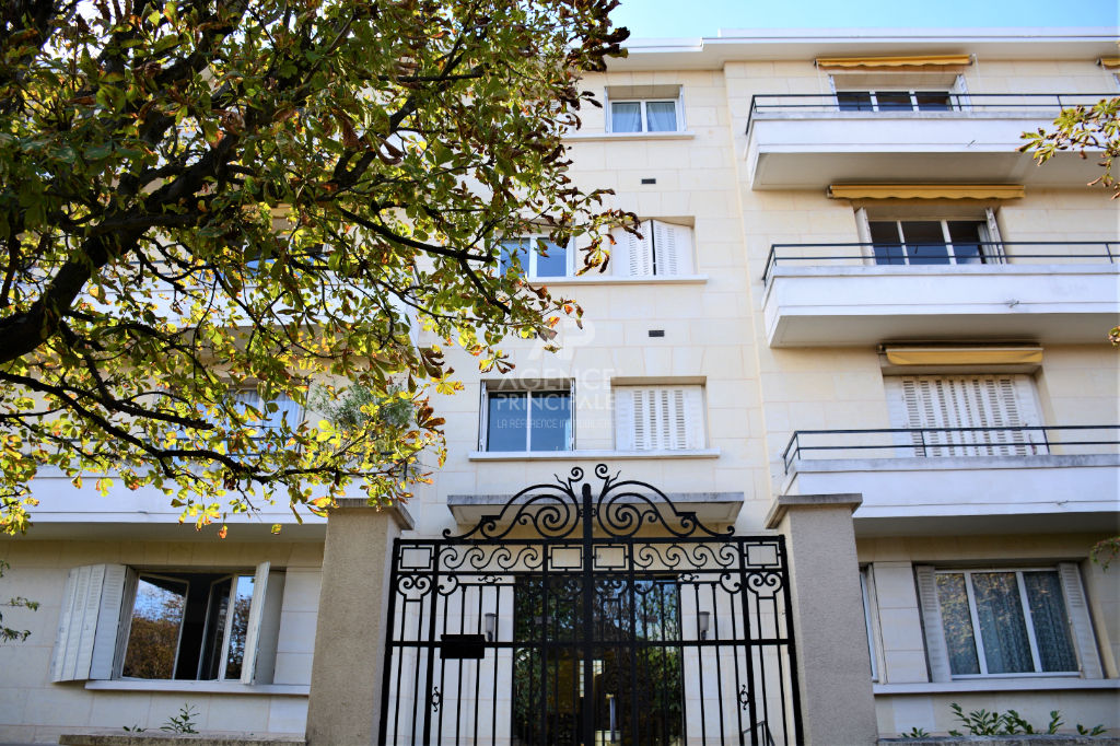 SAINT-CLOUD / PASTEUR Appartement terrasse 2 chambres 100 m²